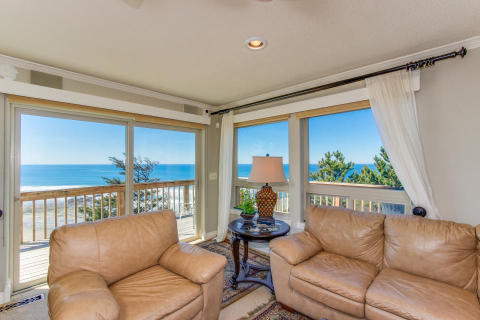 Luxury Ocean Escape - Lincoln City Vacation Rental - Photo 9