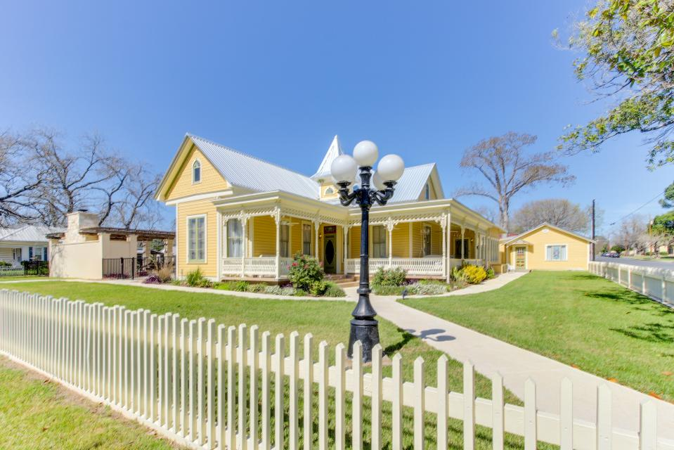 The Victorian Mansion: King's Overlook - Fredericksburg Vacation Rental - Photo 1