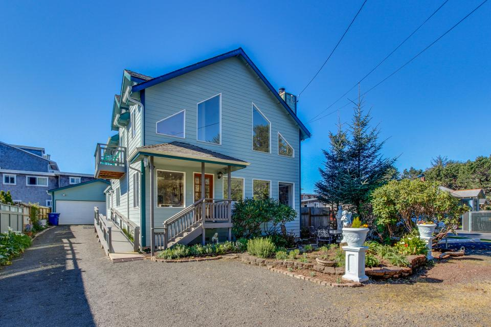 Taft Beach House - Lincoln City Vacation Rental - Photo 24