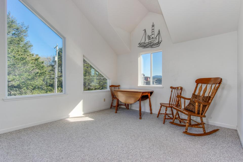 Taft Beach House - Lincoln City Vacation Rental - Photo 23