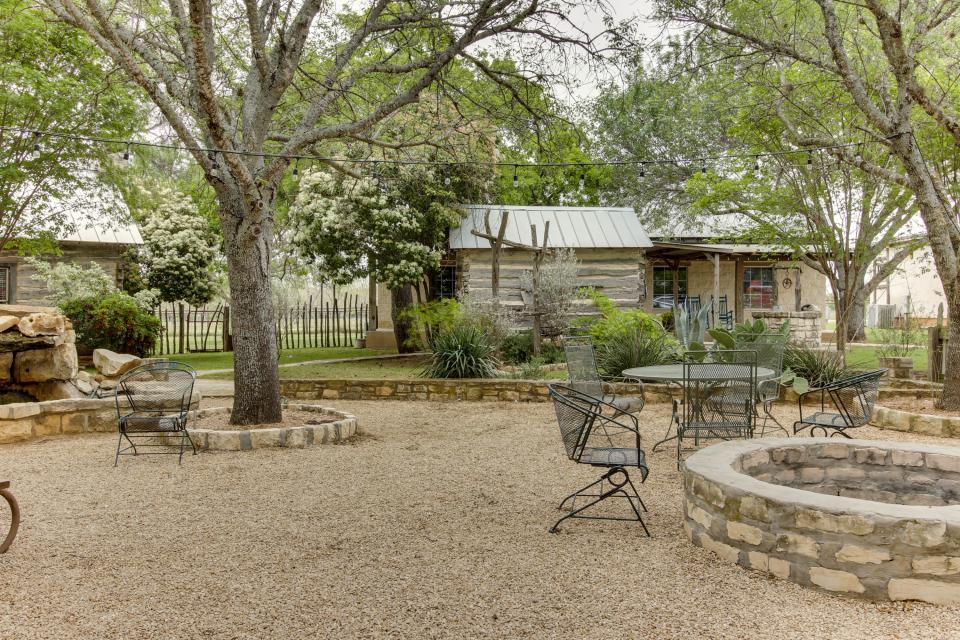 Historic Rocky Hill Tempranillo Suite 1 Bd Vacation
