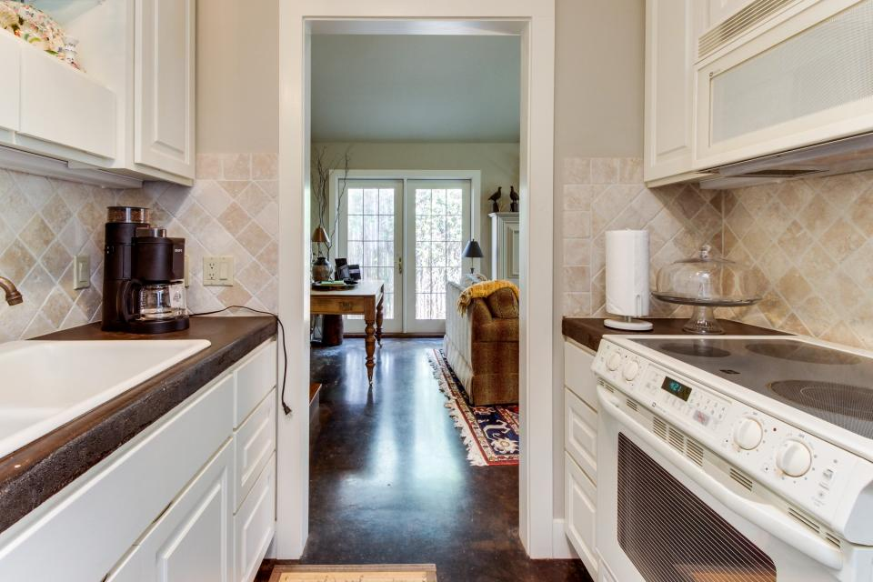 Eva's Guest House - Fredericksburg Vacation Rental - Photo 17