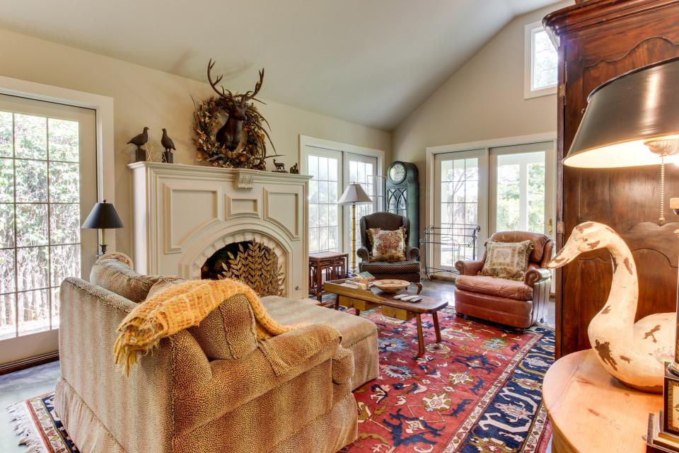 Eva's Guest House - Fredericksburg - Take a Virtual Tour