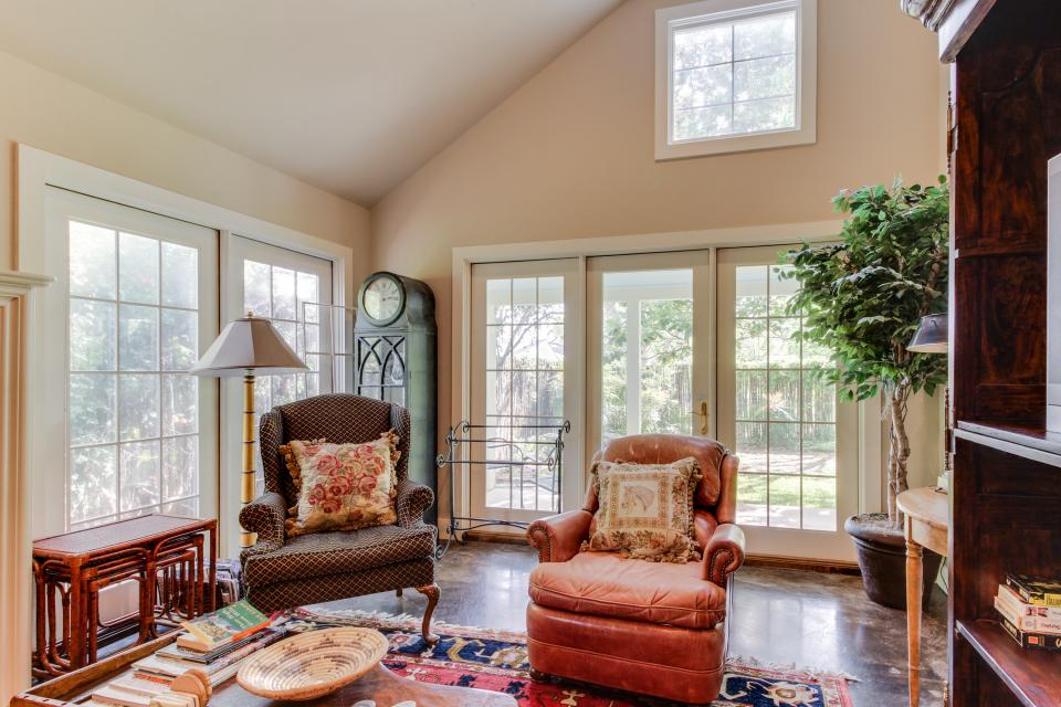 Eva's Guest House - Fredericksburg Vacation Rental - Photo 9