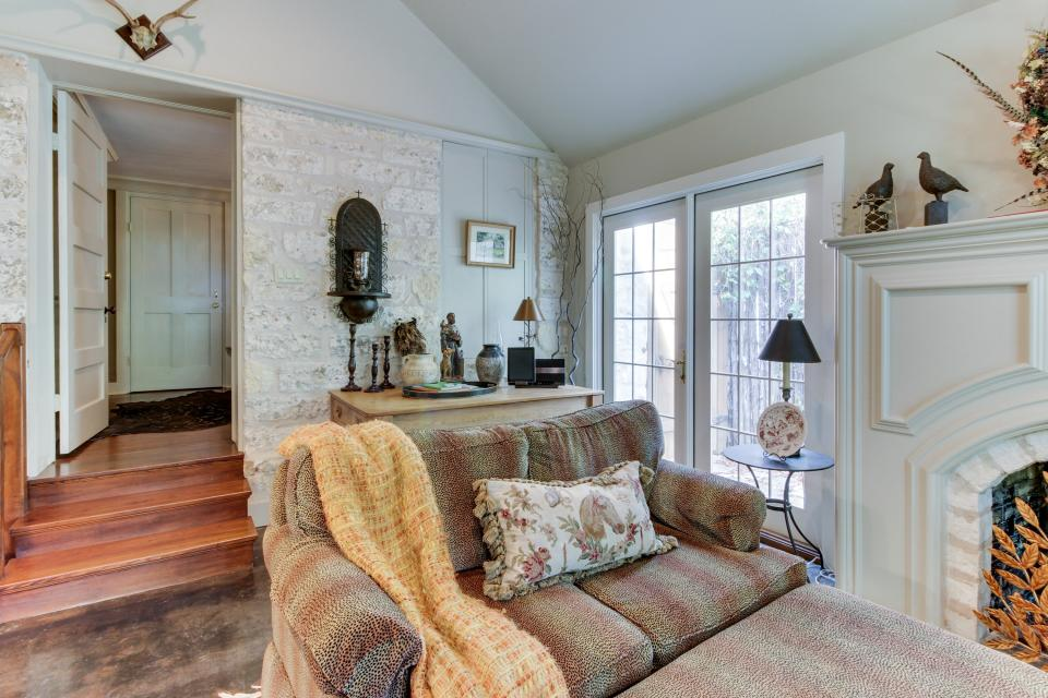 Eva's Guest House - Fredericksburg Vacation Rental - Photo 6