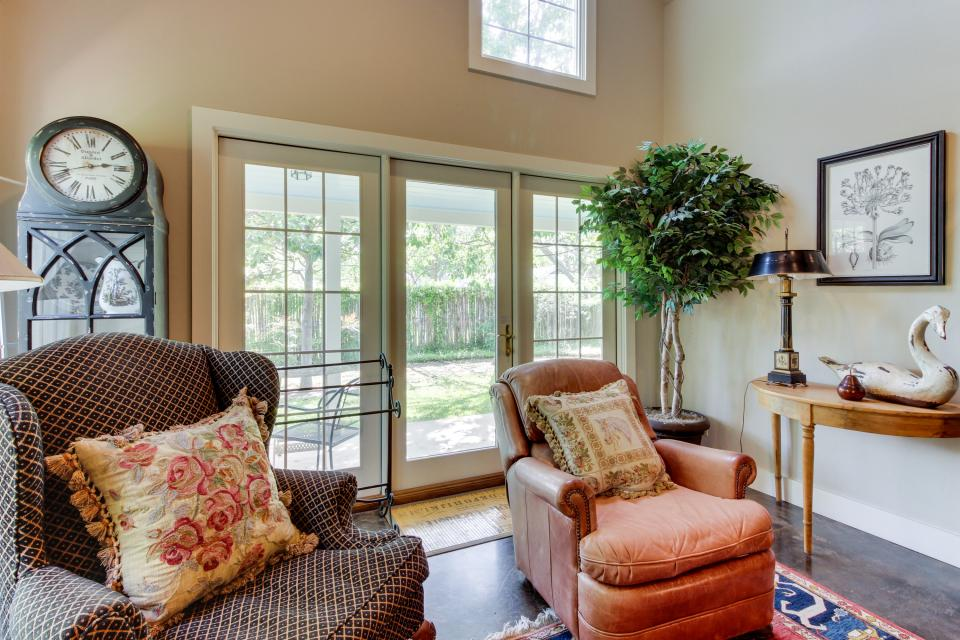 Eva's Guest House - Fredericksburg Vacation Rental - Photo 8