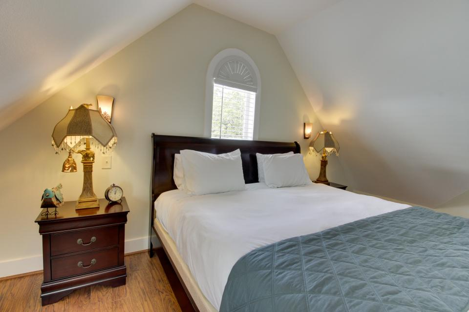 The Victorian Mansion: King's Overlook - Fredericksburg Vacation Rental - Photo 7