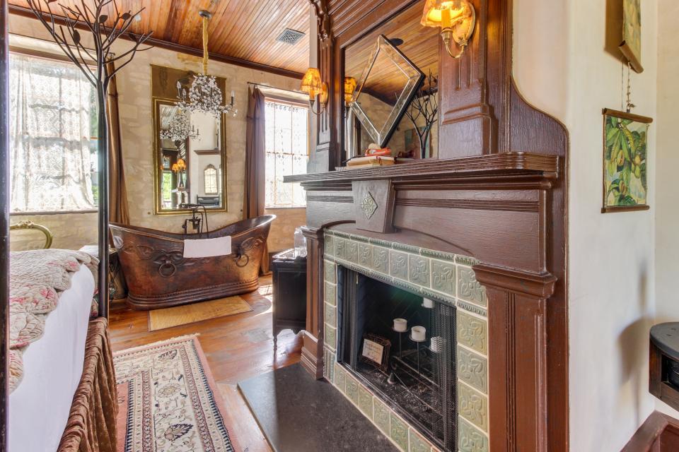 Eden's Gate - Fredericksburg Vacation Rental - Photo 5