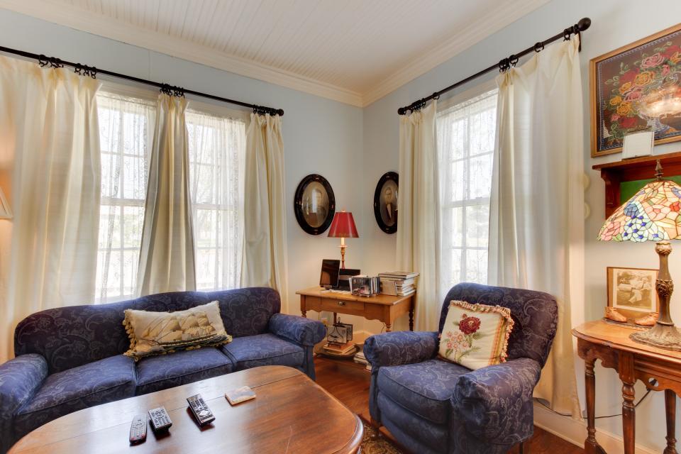 Little Acorn - Fredericksburg Vacation Rental - Photo 13