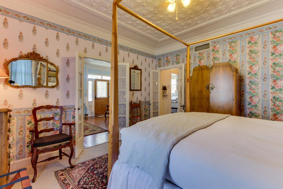 Little Acorn - Fredericksburg Vacation Rental - Photo 20