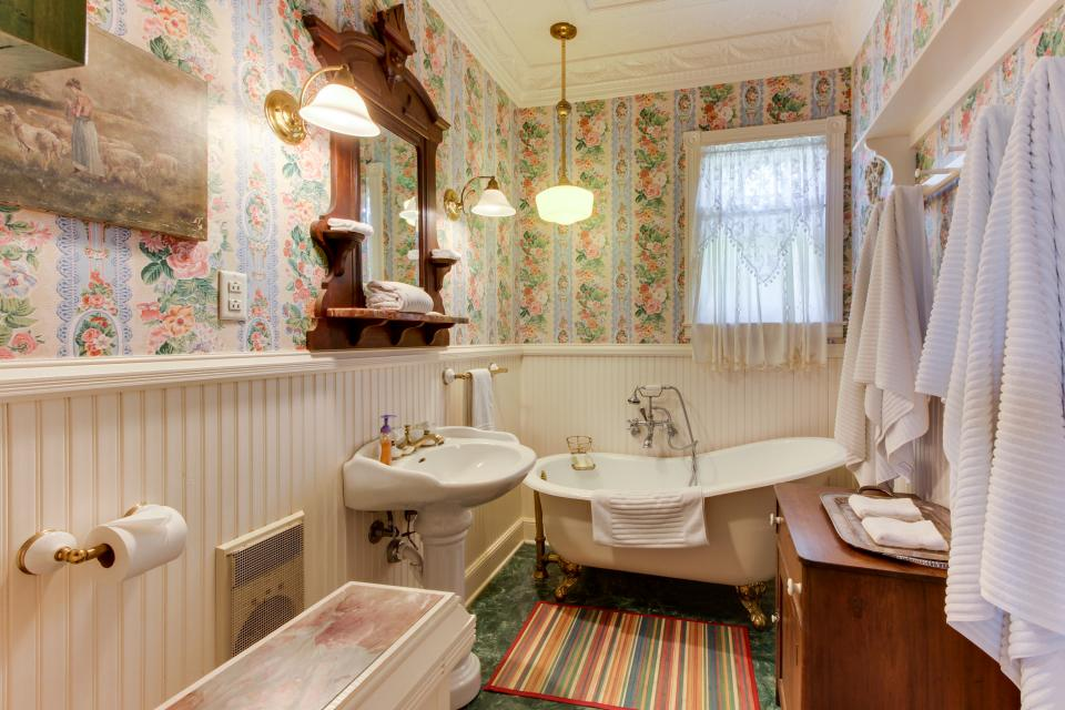 Little Acorn - Fredericksburg Vacation Rental - Photo 26