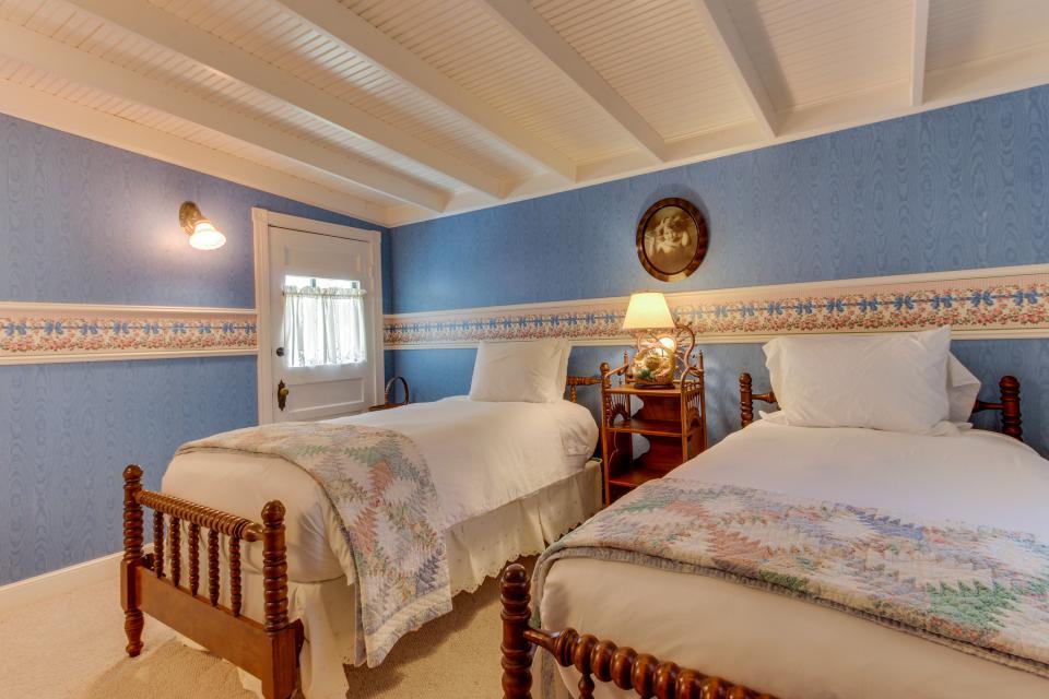 Little Acorn - Fredericksburg Vacation Rental - Photo 25