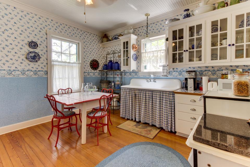 Little Acorn - Fredericksburg Vacation Rental - Photo 3