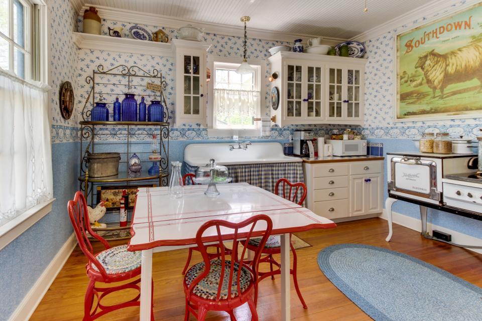 Little Acorn - Fredericksburg Vacation Rental - Photo 4