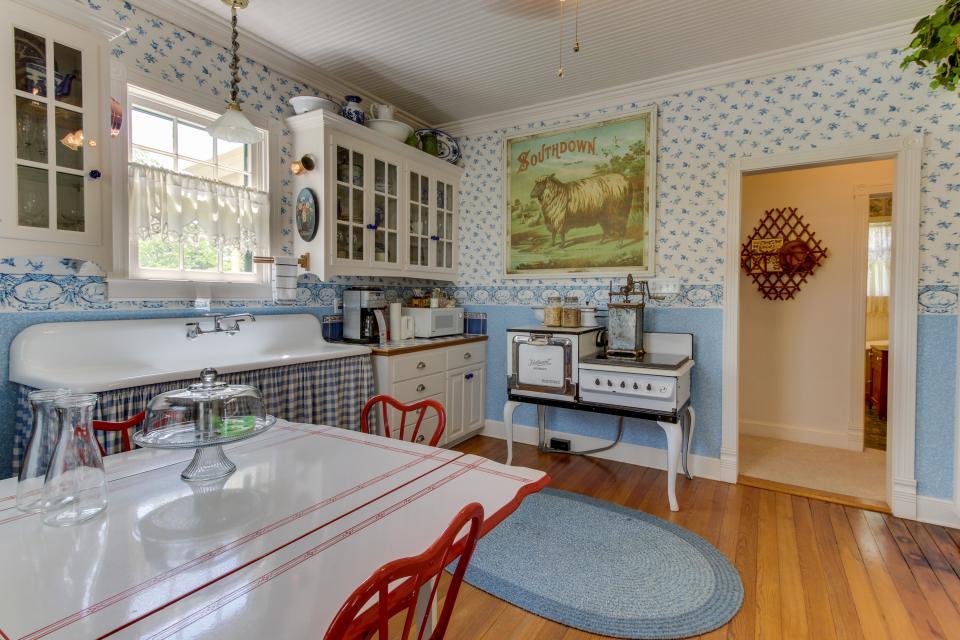 Little Acorn - Fredericksburg Vacation Rental - Photo 9