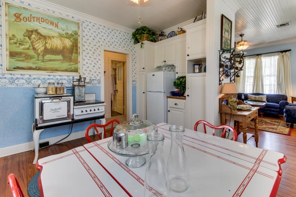 Little Acorn - Fredericksburg Vacation Rental - Photo 10