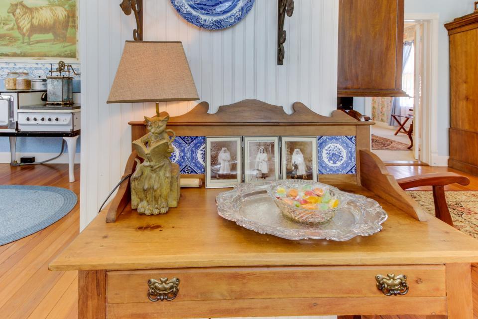 Little Acorn - Fredericksburg Vacation Rental - Photo 11