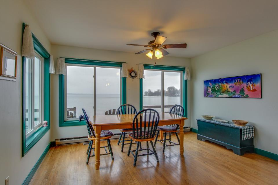 Home Away from Home + Studio - North Hero Vacation Rental - Photo 10