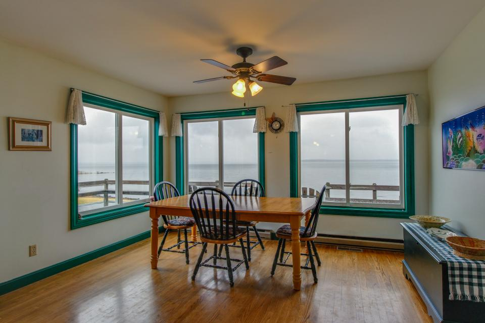 Home Away from Home + Studio - North Hero Vacation Rental - Photo 11