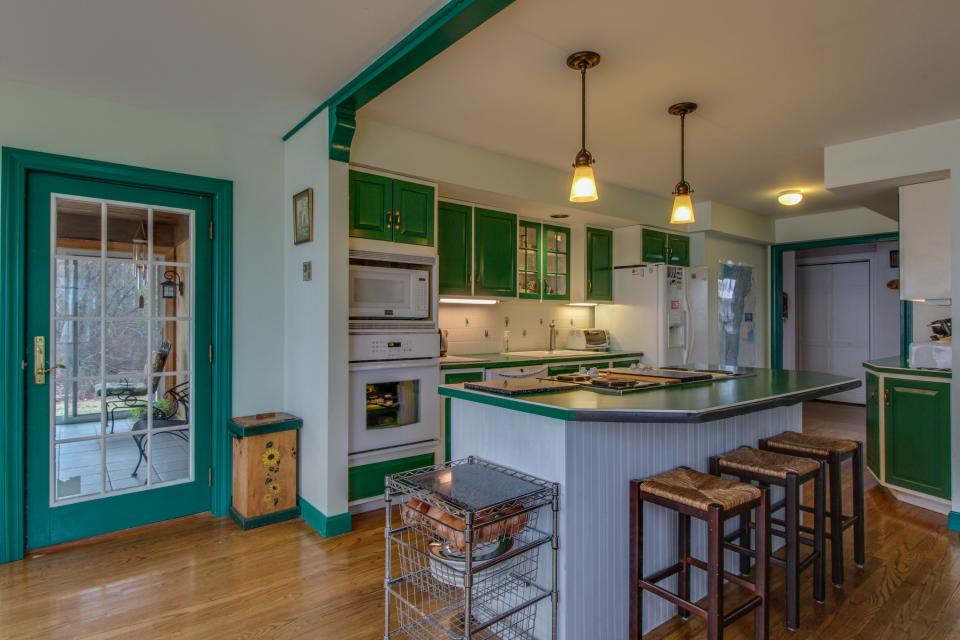Home Away from Home + Studio - North Hero Vacation Rental - Photo 8