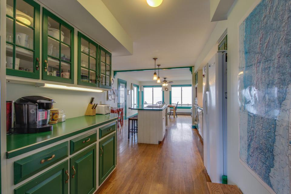Home Away from Home + Studio - North Hero Vacation Rental - Photo 7