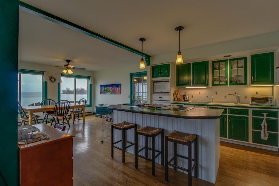 Home Away from Home + Studio - North Hero Vacation Rental - Photo 3