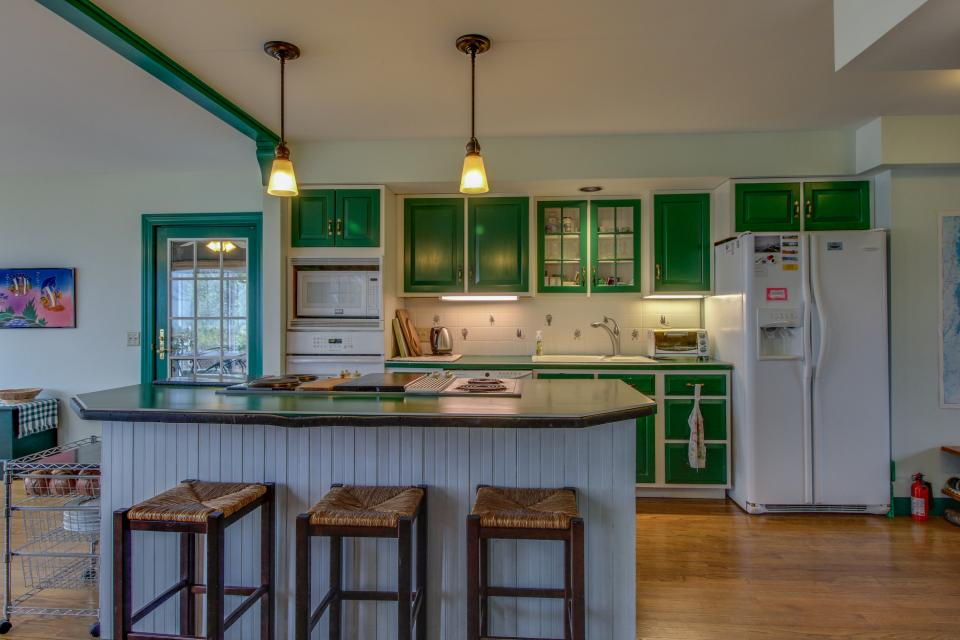 Home Away from Home + Studio - North Hero Vacation Rental - Photo 9