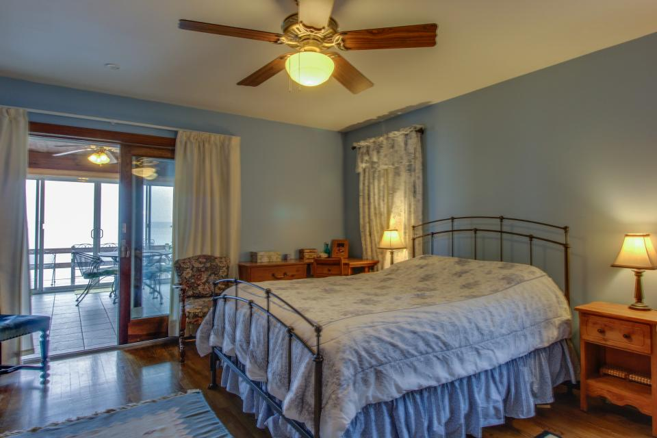 Home Away from Home + Studio - North Hero Vacation Rental - Photo 15