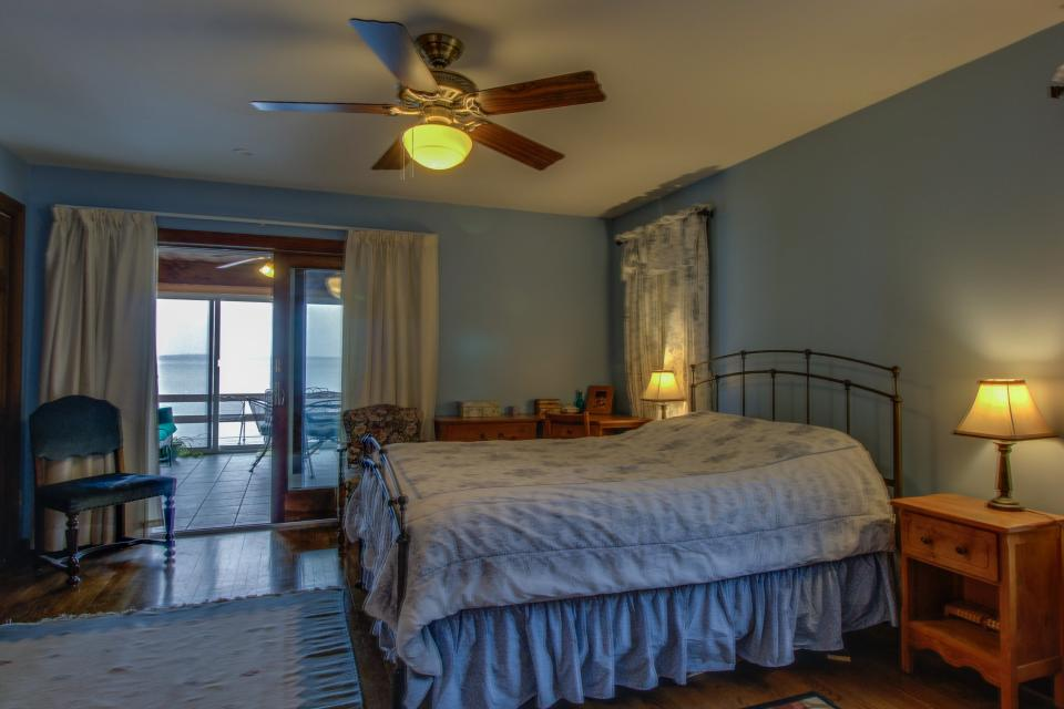 Home Away from Home + Studio - North Hero Vacation Rental - Photo 30