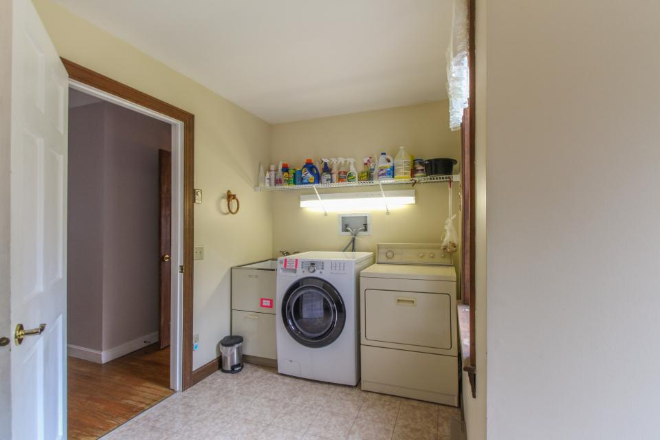 Home Away from Home + Studio - North Hero Vacation Rental - Photo 31