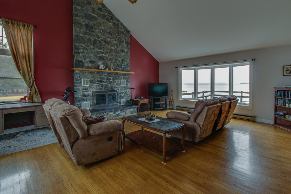 Home Away from Home + Studio - North Hero Vacation Rental - Photo 34