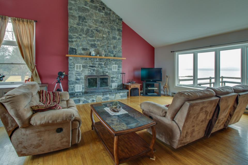 Home Away from Home + Studio - North Hero Vacation Rental - Photo 2