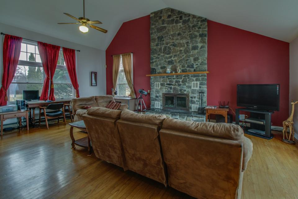 Home Away from Home + Studio - North Hero Vacation Rental - Photo 35