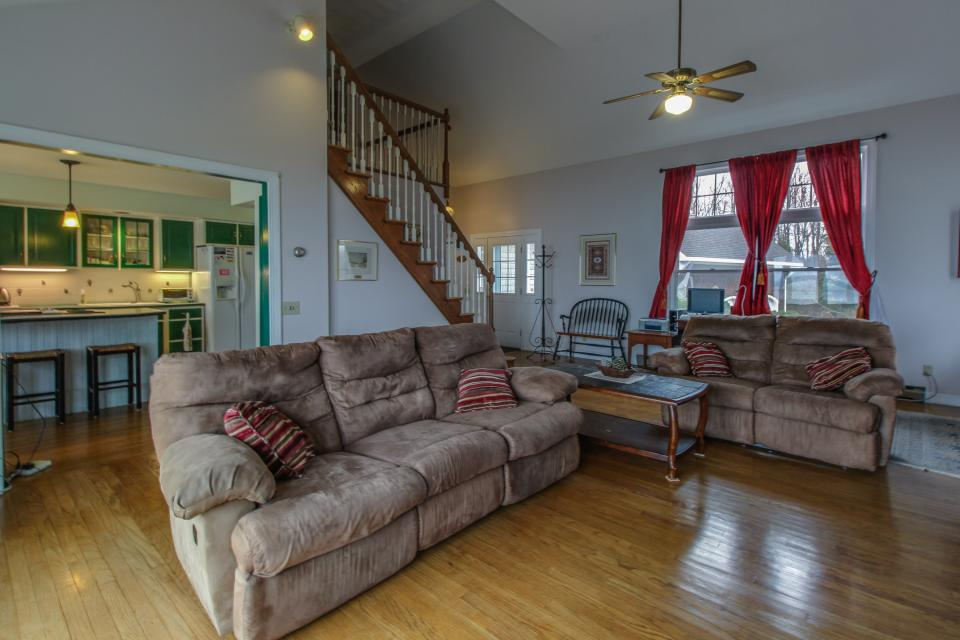 Home Away from Home + Studio - North Hero Vacation Rental - Photo 4