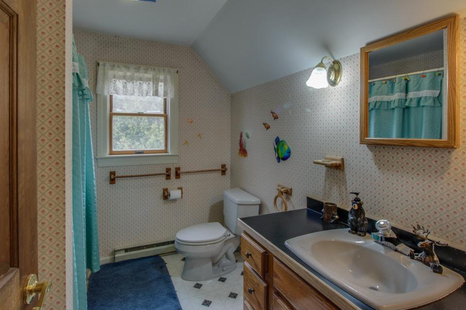 Home Away from Home + Studio - North Hero Vacation Rental - Photo 21