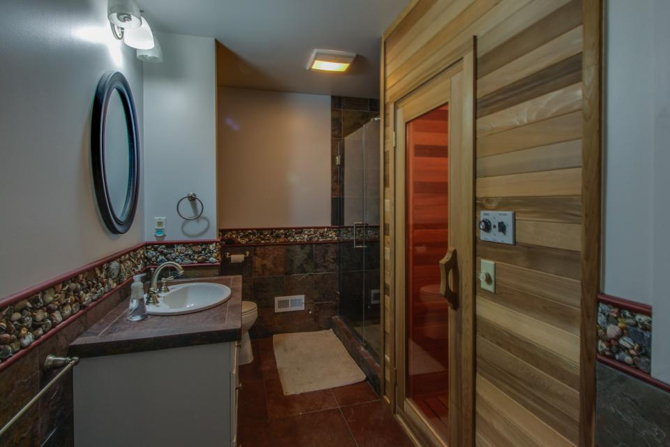 Home Away from Home + Studio - North Hero Vacation Rental - Photo 5