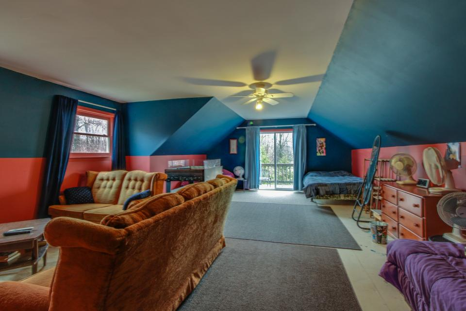 Home Away from Home + Studio - North Hero Vacation Rental - Photo 26