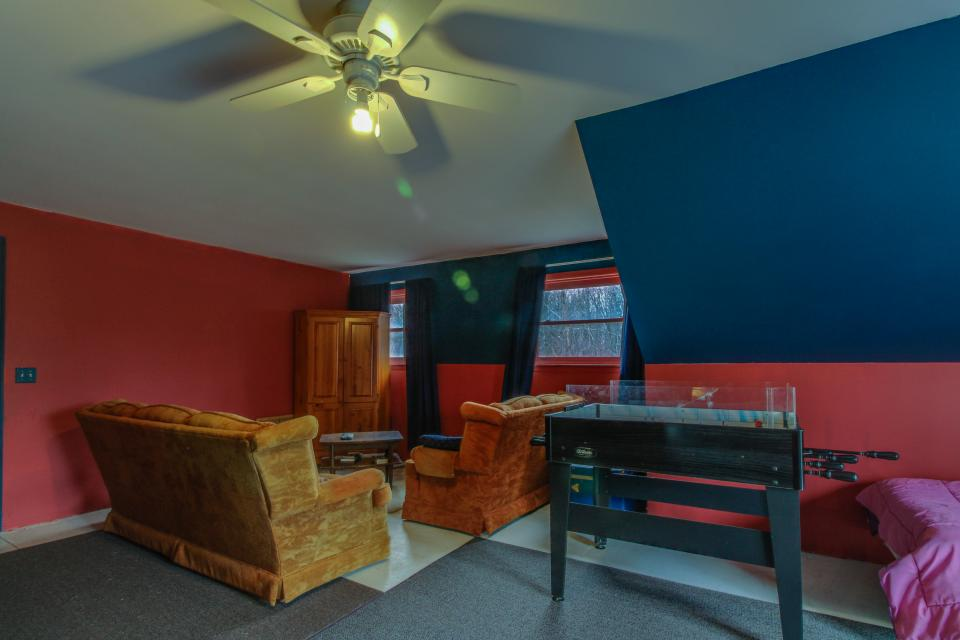 Home Away from Home + Studio - North Hero Vacation Rental - Photo 27