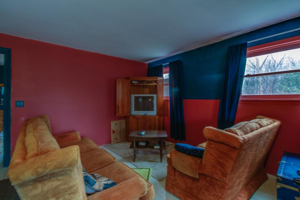 Home Away from Home + Studio - North Hero Vacation Rental - Photo 28