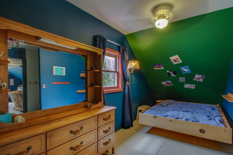 Home Away from Home + Studio - North Hero Vacation Rental - Photo 25