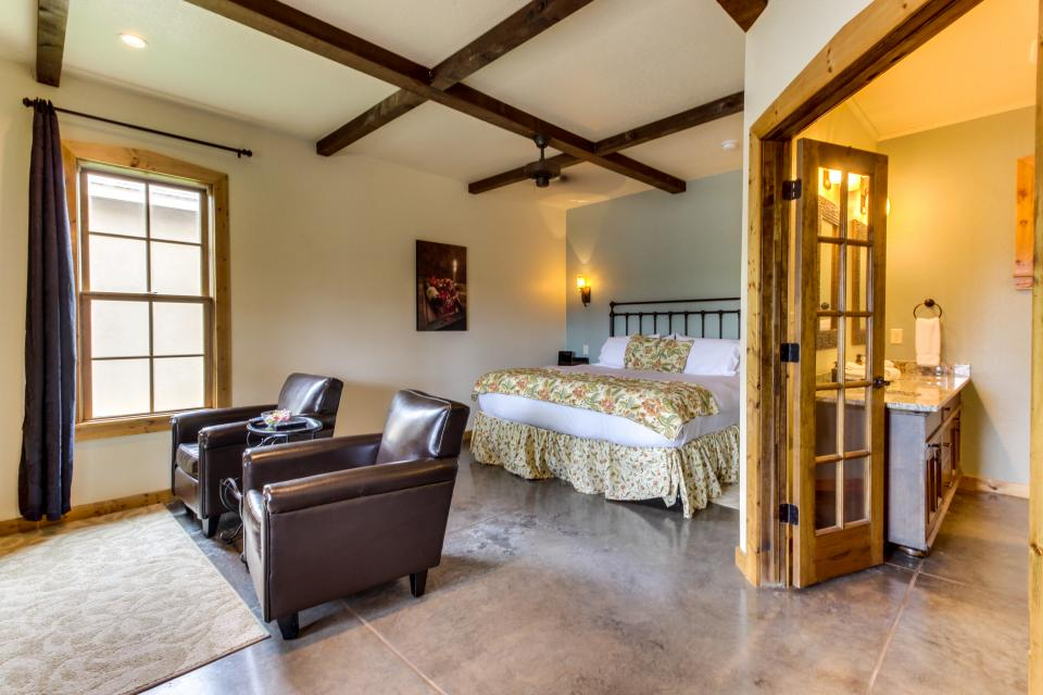 z in the fredericksburg on apartment cottages states original estate bedroom of country tx united cottage wine main book america