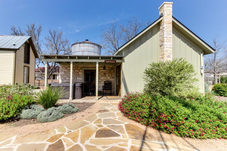 Wine Country Cottages on Main: Cuvee - Fredericksburg Vacation Rental - Photo 7