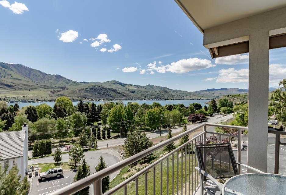 Park Pointe: Mountain View (D304) - Chelan Vacation Rental