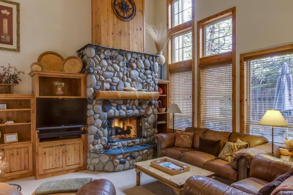 5 Aquila Lodge  - Sunriver Vacation Rental - Photo 2