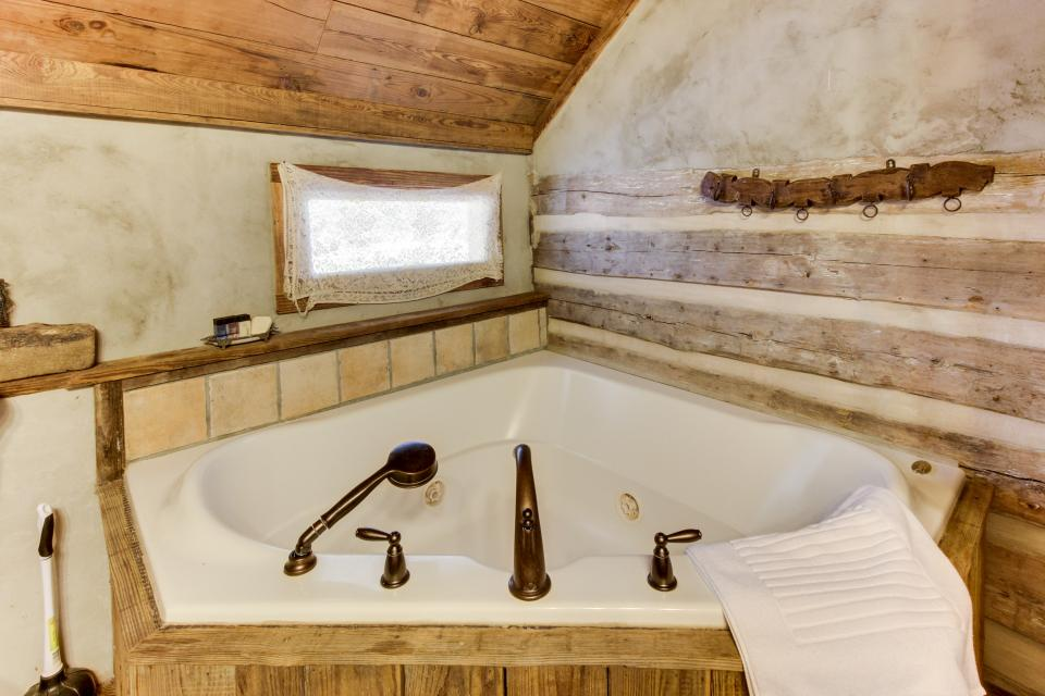 Tanglewood Farms-Full Property - Fredericksburg Vacation Rental - Photo 25