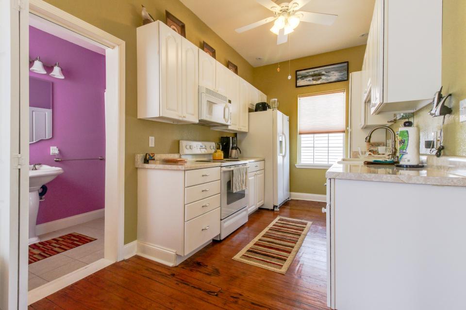 The Yellow Beach House - Galveston Vacation Rental - Photo 10