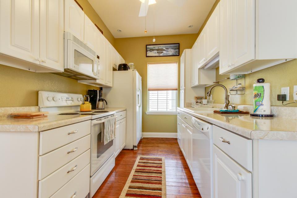 The Yellow Beach House - Galveston Vacation Rental - Photo 8