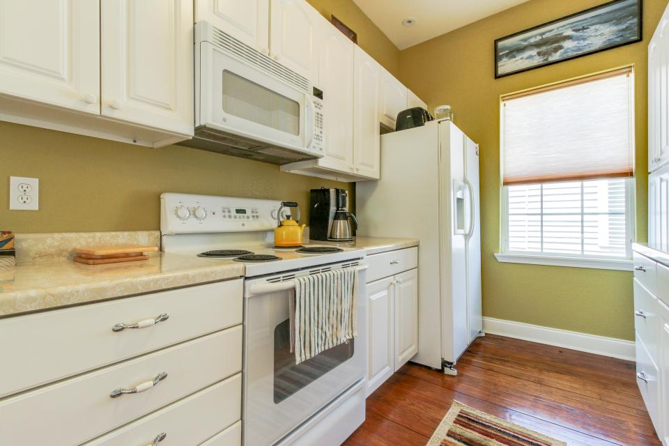 The Yellow Beach House - Galveston Vacation Rental - Photo 9