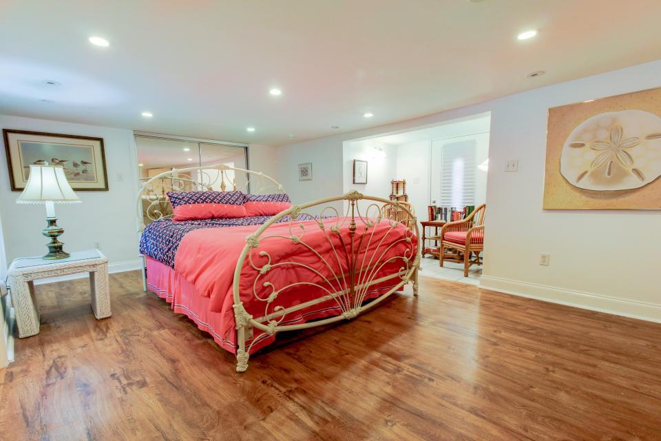 The Yellow Beach House - Galveston Vacation Rental - Photo 12