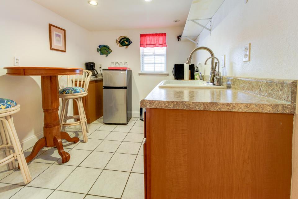 The Yellow Beach House - Galveston Vacation Rental - Photo 18